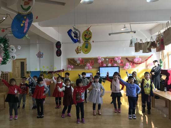 金家岭幼儿园小朋友表演舞蹈迎新年